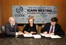 Signing the contract with ICANN, 29/10/2007